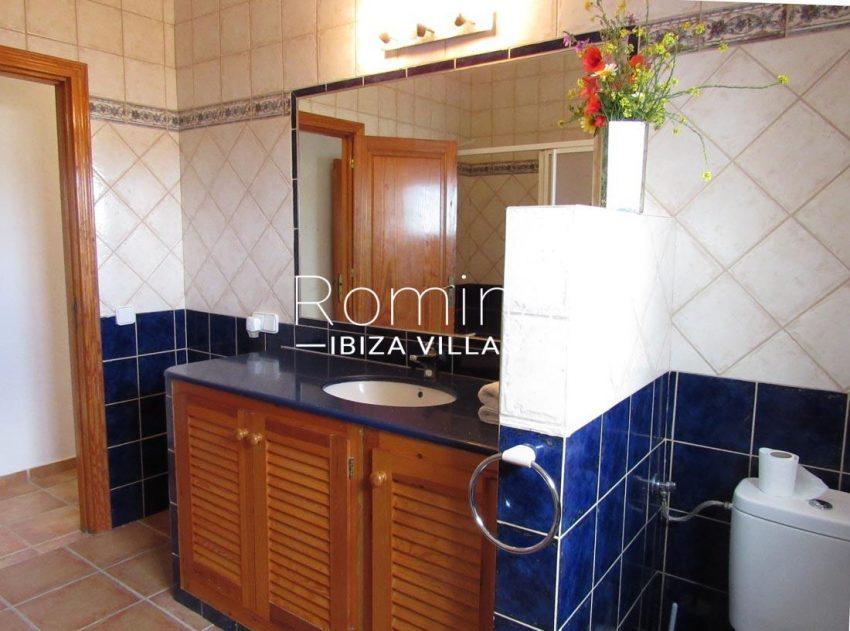 villa mikel ibiza-5bathroom