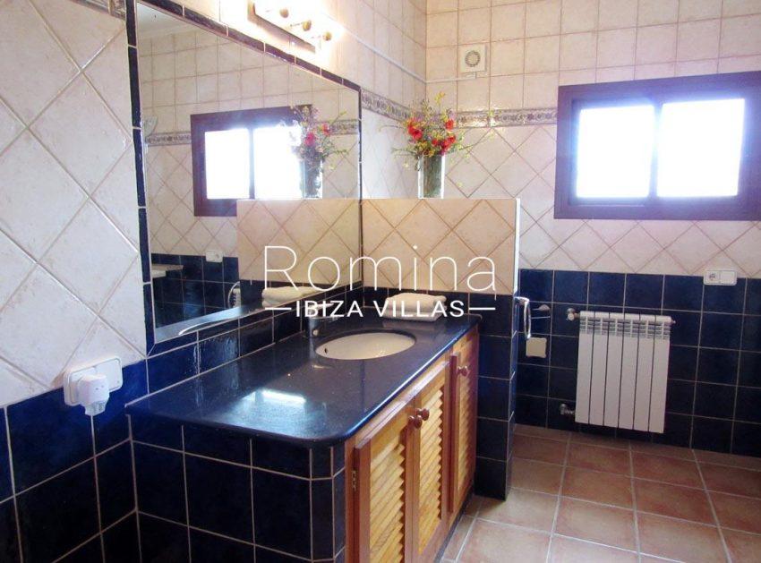 villa mikel ibiza-5bathroom2
