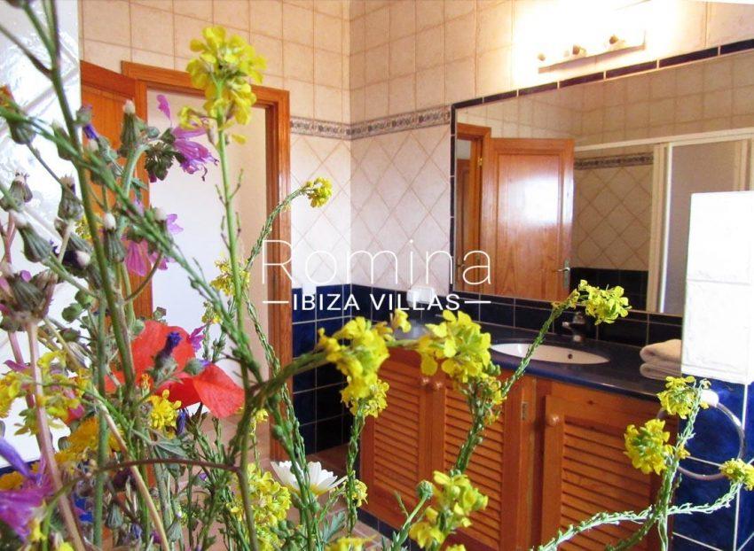 villa mikel ibiza-5bathroom3