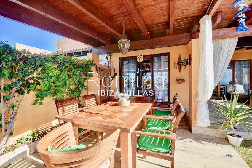 adosado cala ibiza-porch dining area