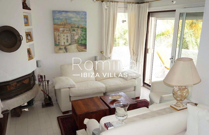 apto juvel ibiza-3living room firepalce2