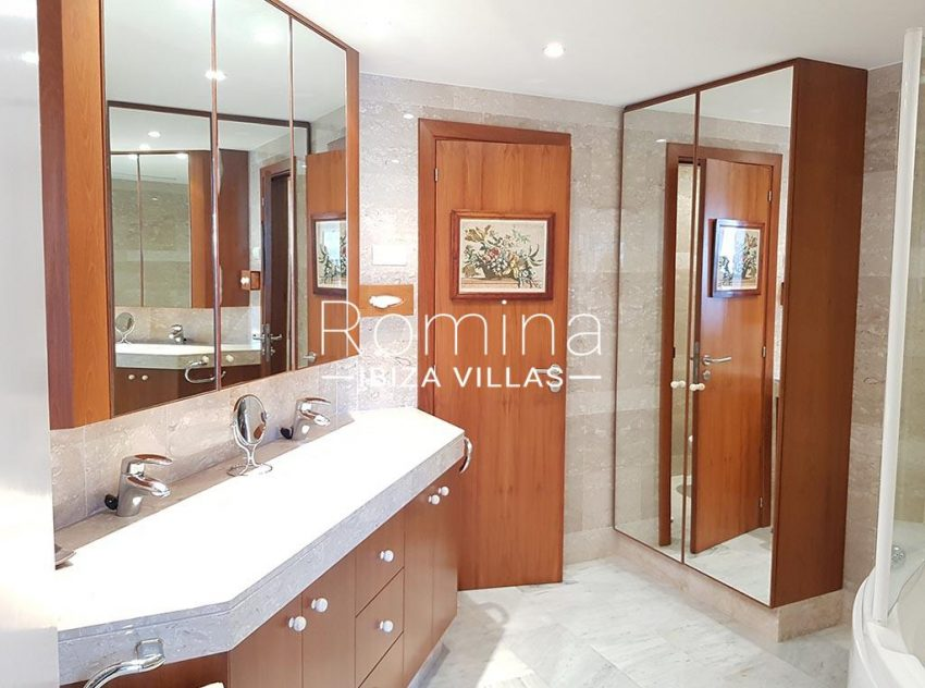 apto miramar p ibiza-5bathroom bathtub2