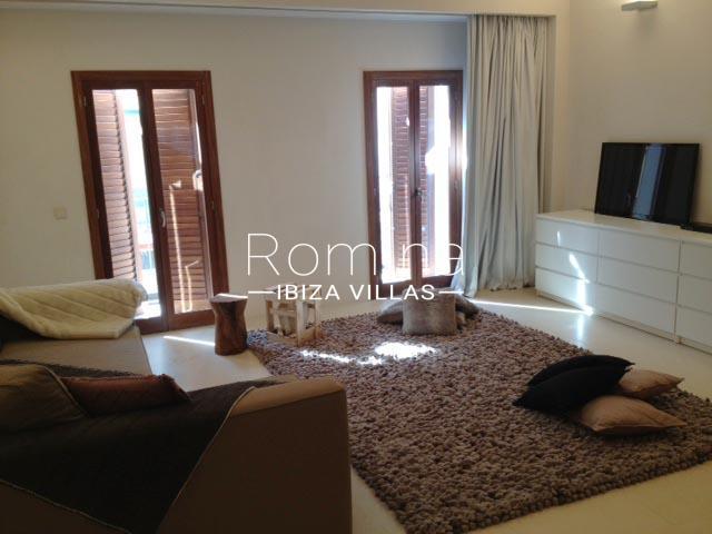 apto patio ibiza-3living room TV