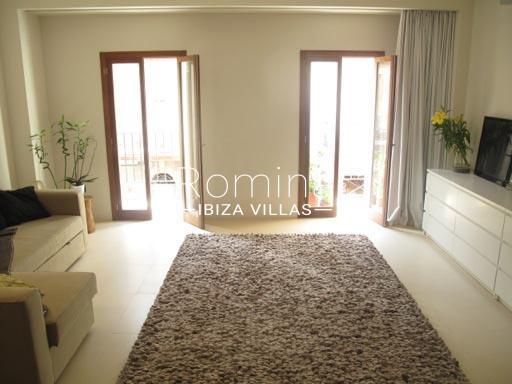 apto patio ibiza-3living room