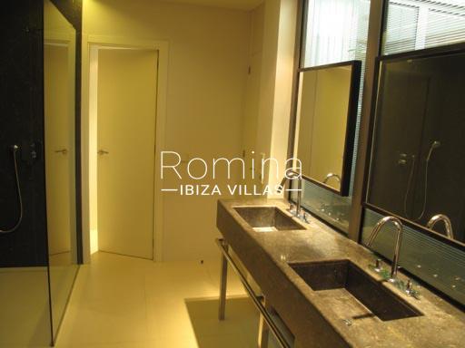 apto patio ibiza-5bathroom