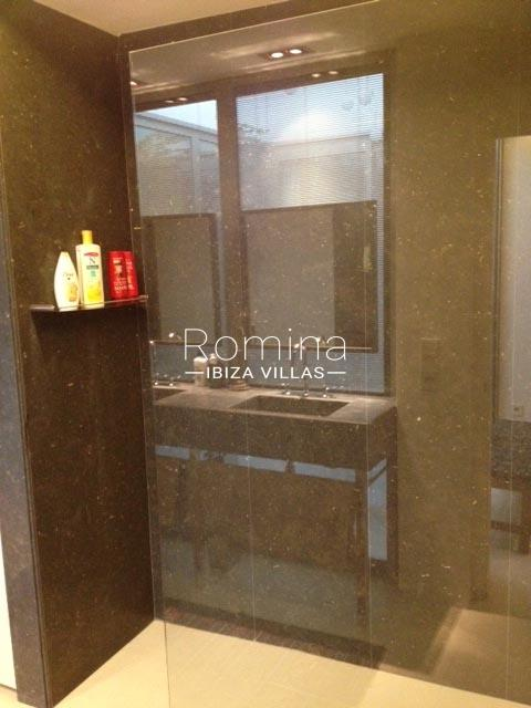 apto patio ibiza-5bathroom2