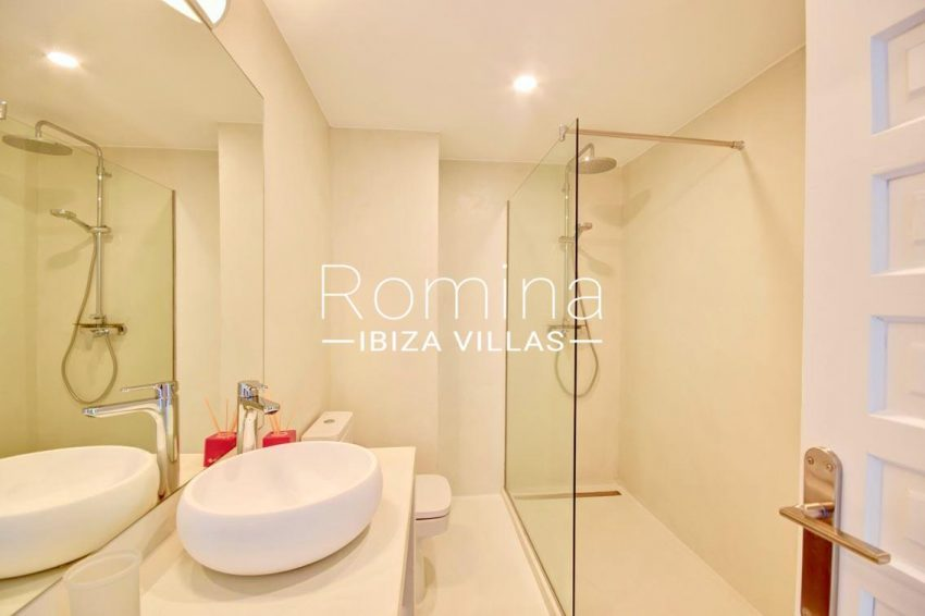 apto rand ibiza-5shower room