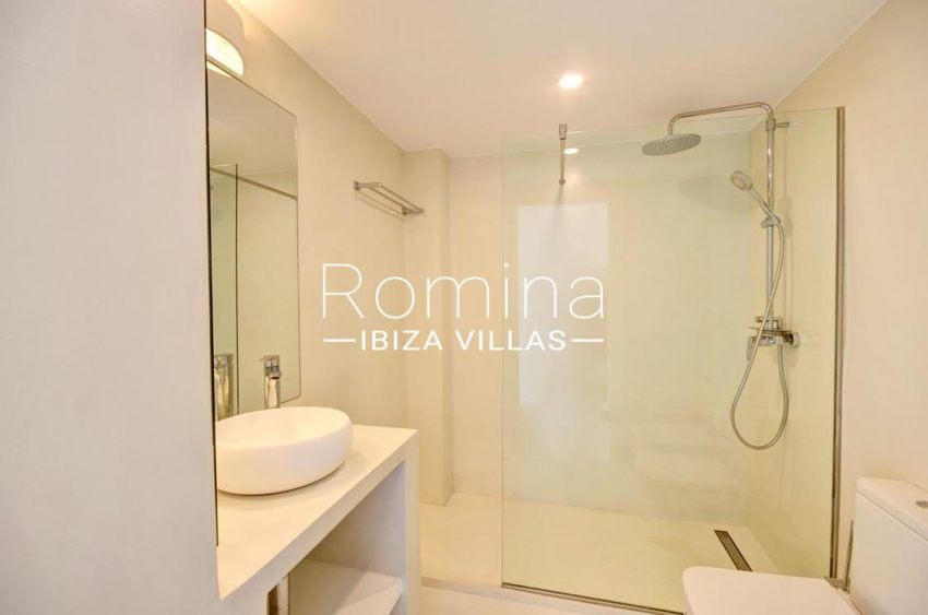 apto rand ibiza-5shower room2