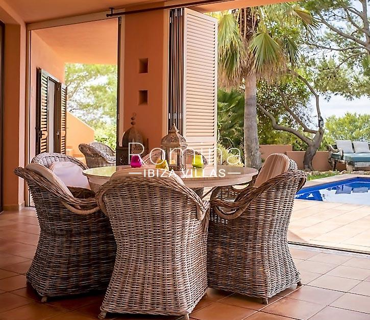 can hoki ibiza-2terrace table and chairs