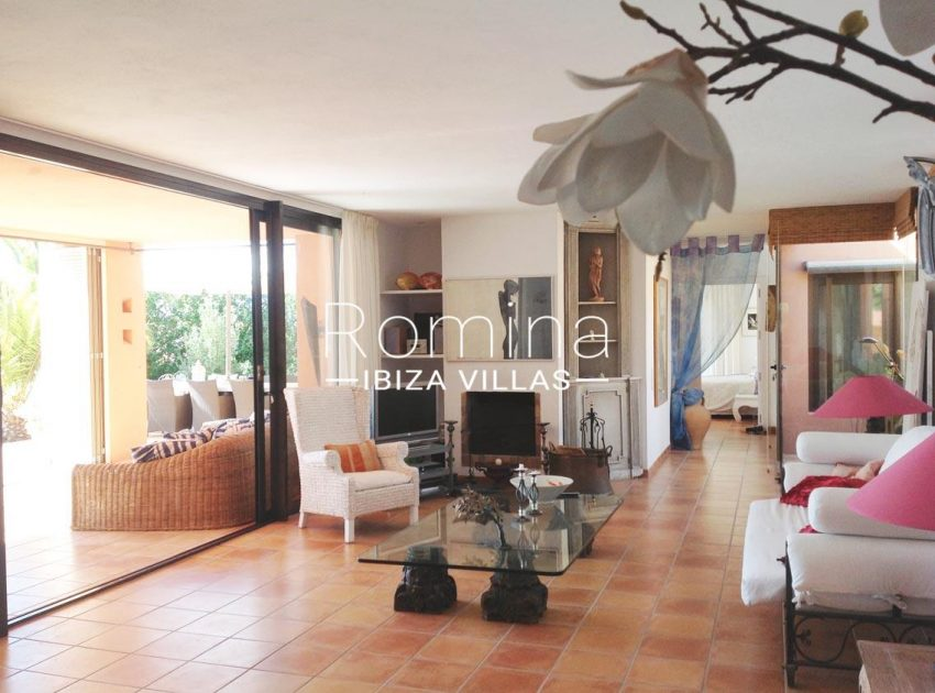 can hoki ibiza-3living room access to terrace