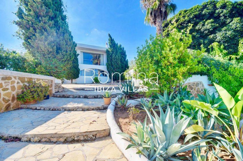 can silvestre ibiza-2stairs garden