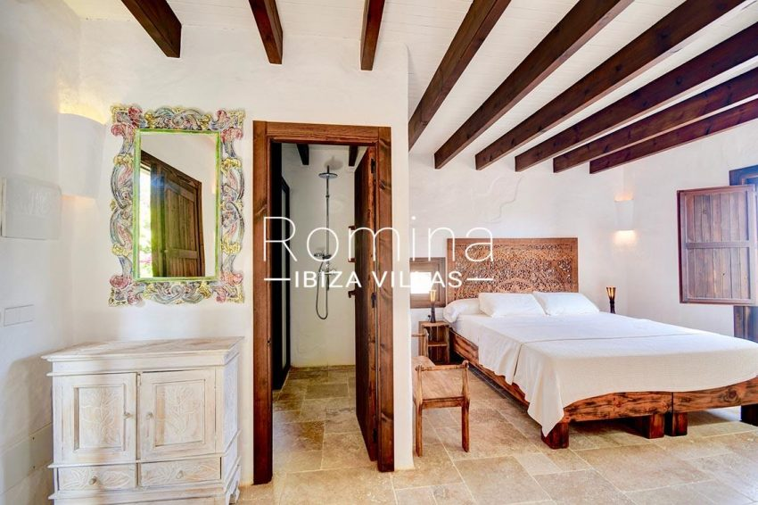 finca cala ibiza-4bedroom shower room