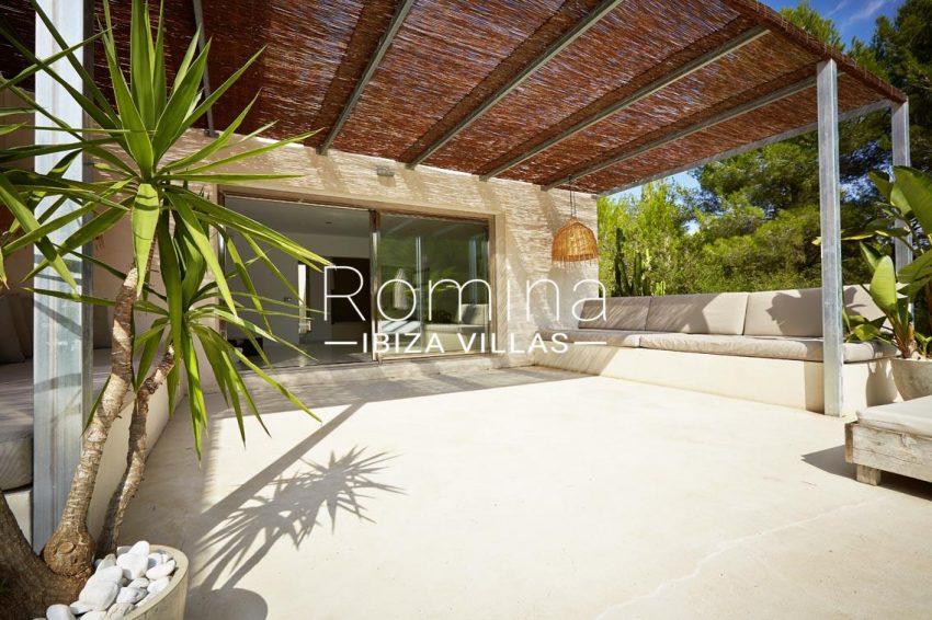 villa design ibiza-2pergola terrace banquettes2