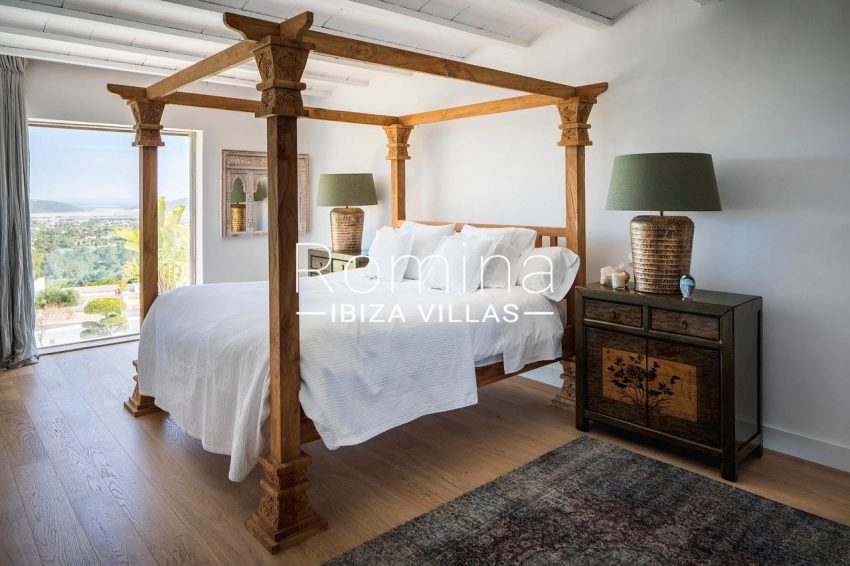villa everland ibiza-4bedroom four poster bed