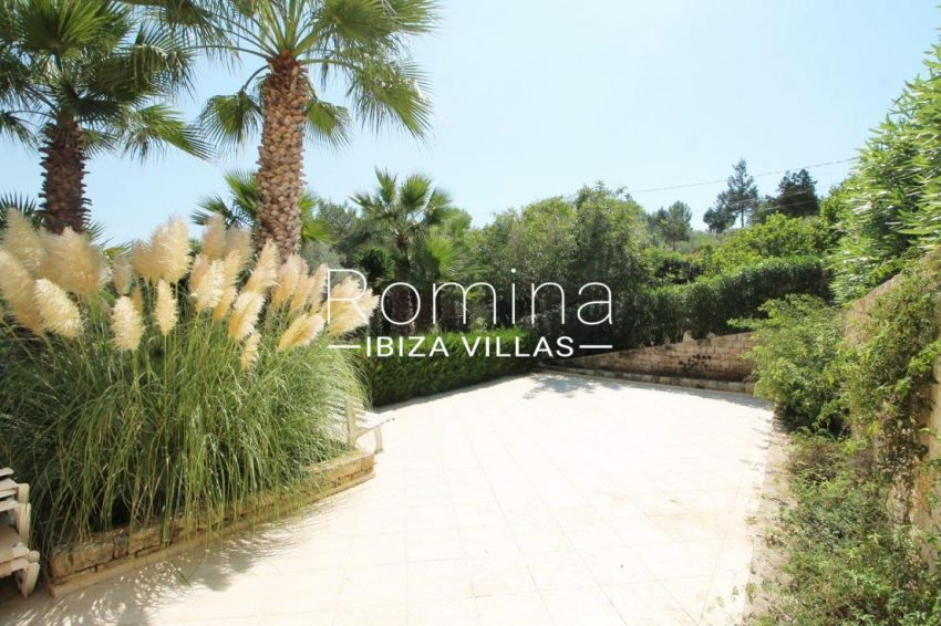 villa mar ibiza-2terrace garden