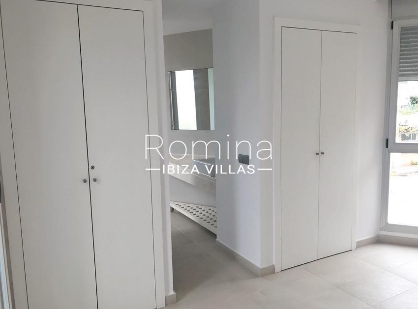 apto canto ibiza-4bedroom wardrobes bathroom