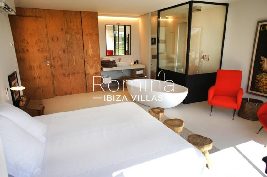 casa nema ibiza-4bedroom terrace wardrobes bath
