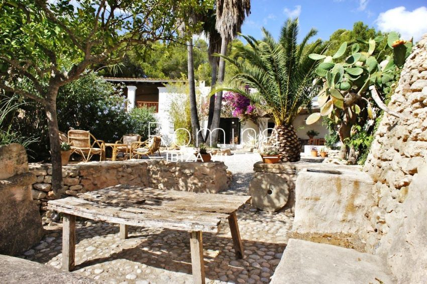 finca gibert ibiza-2outdoor dining area