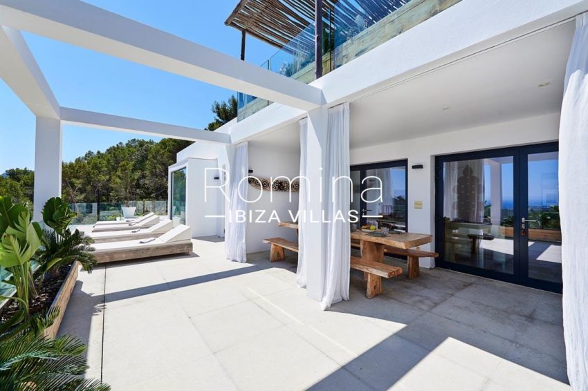villa adelfa ibiza-2terrace sunbeds dining area