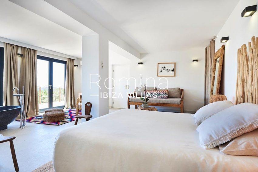 villa adelfa ibiza-4bedroom bathtub