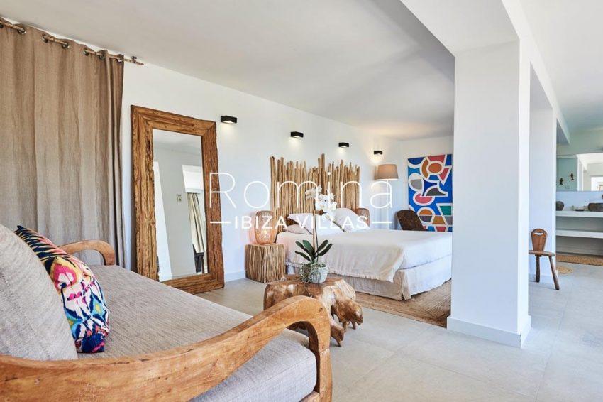 villa adelfa ibiza-4bedroom bathtub3