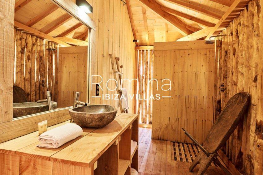 villa adelfa ibiza-5bathroom wooden house2