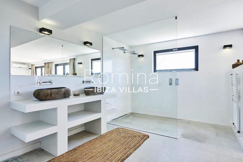 villa adelfa ibiza-5shower room3