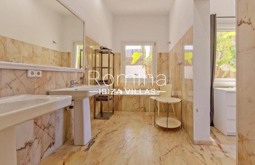 villa lyze ibiza-5bathroom