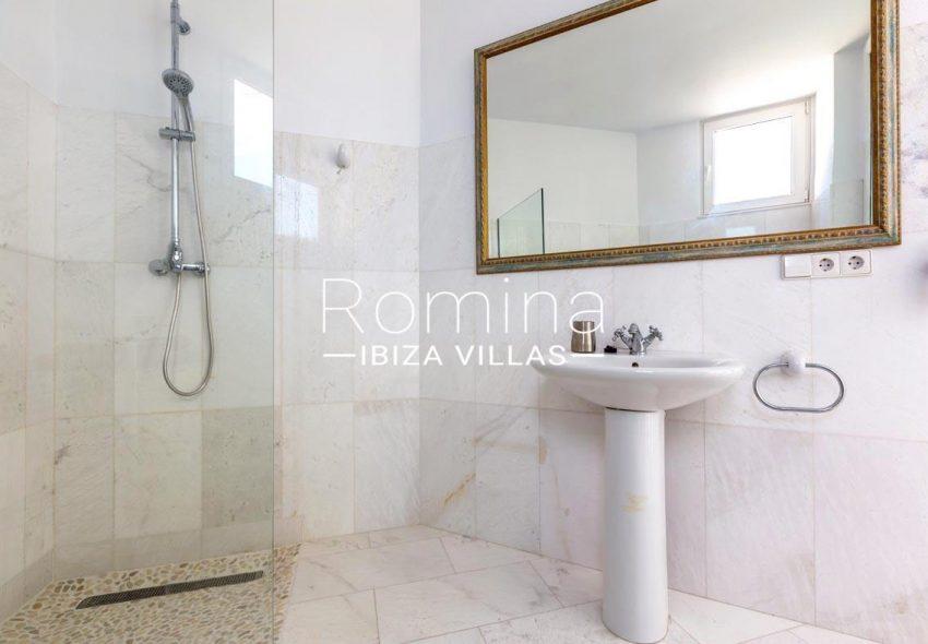 villa lyze ibiza-5shower room