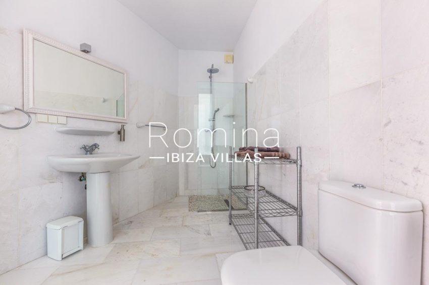villa lyze ibiza-5shower room2
