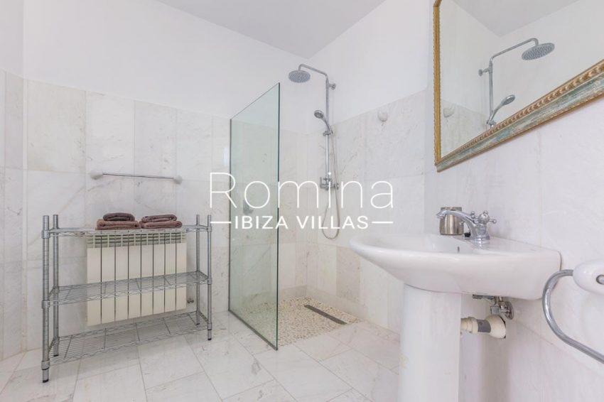 villa lyze ibiza-5shower room3