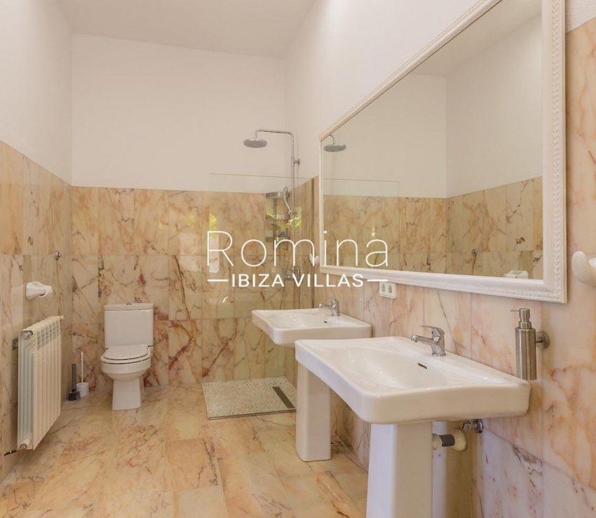 villa lyze ibiza-5shower room4