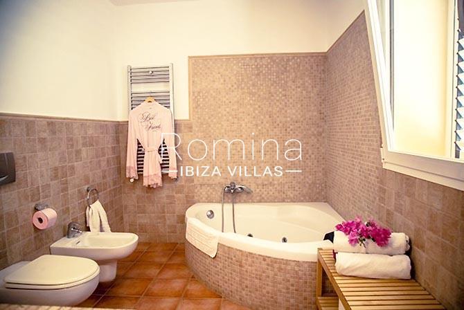 villa portico ibiza-5bathroom