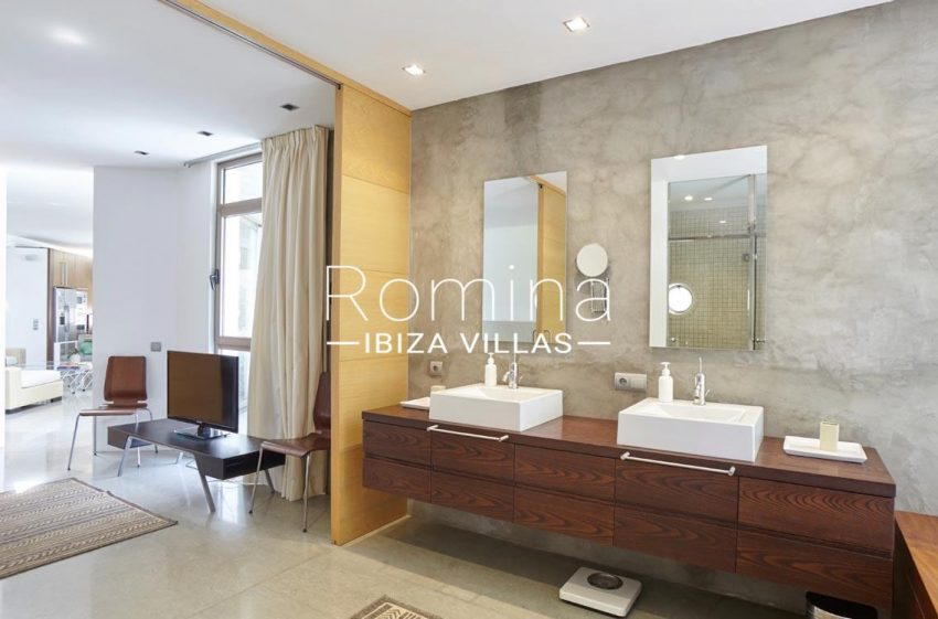 villa somchai ibiza-shower room2
