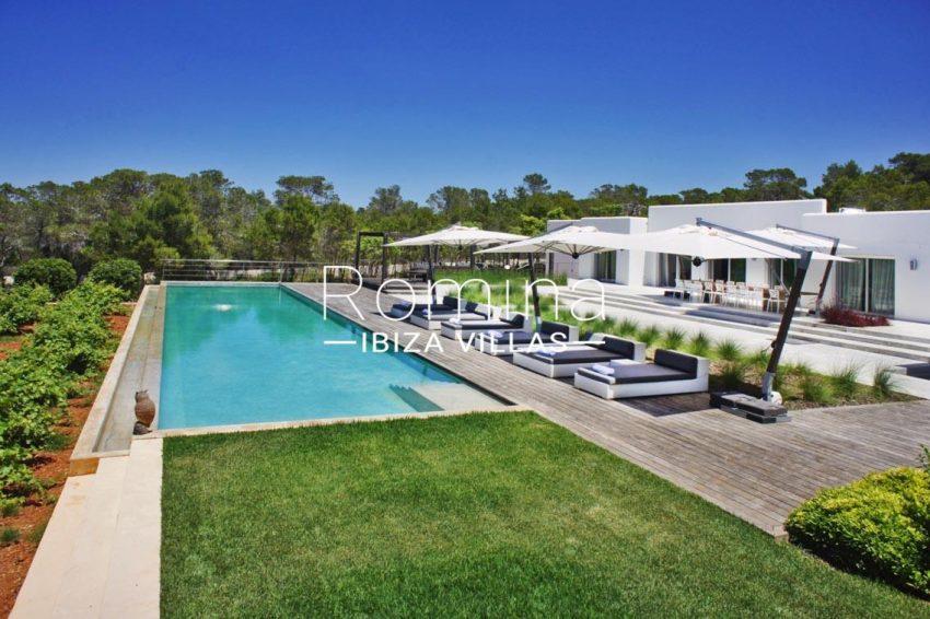 villa vallis ibiza-2pool wooden deck sunbeds lawn2