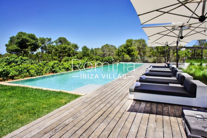 villa vallis ibiza-2pool wooden deck sunbeds2