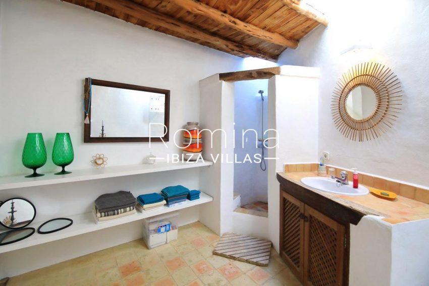 can valle ibiza-5bathroom