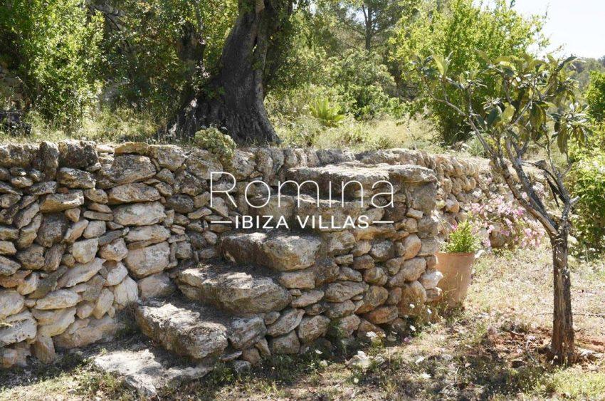 finca bridie ibiza-2garden stone stairs