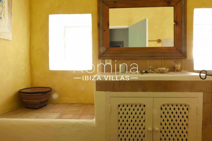 finca bridie ibiza-5bathroom