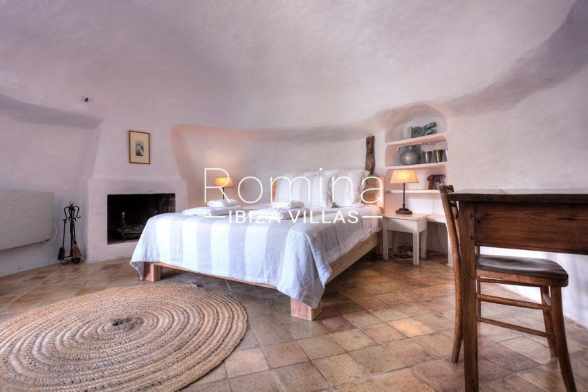 finca las rosas ibiza-4bedroom2 fireplace2