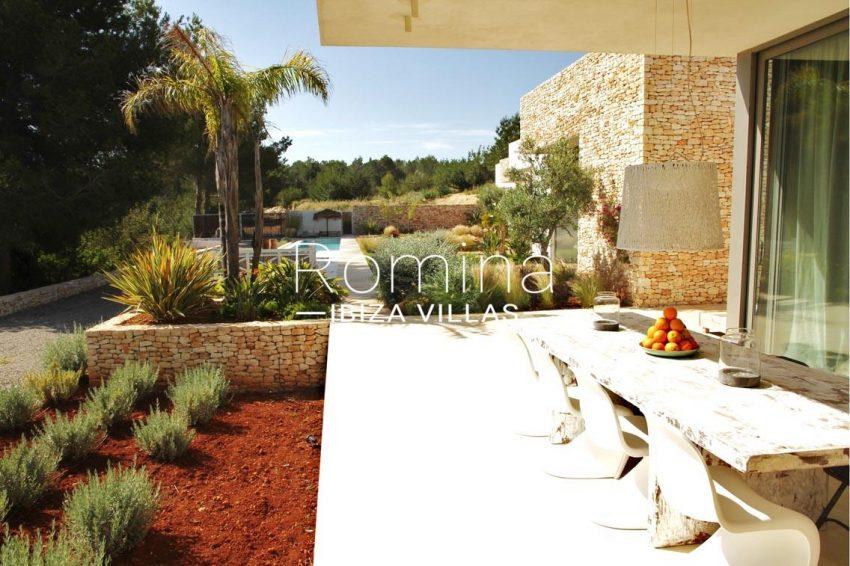 villa design ibiza-2terrace dining table