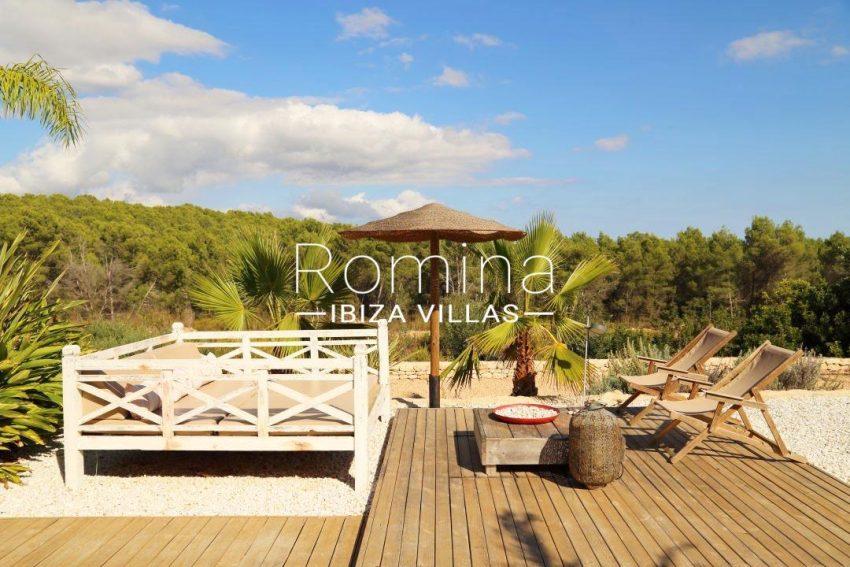 villa desing ibiza-2terrace deck chairs
