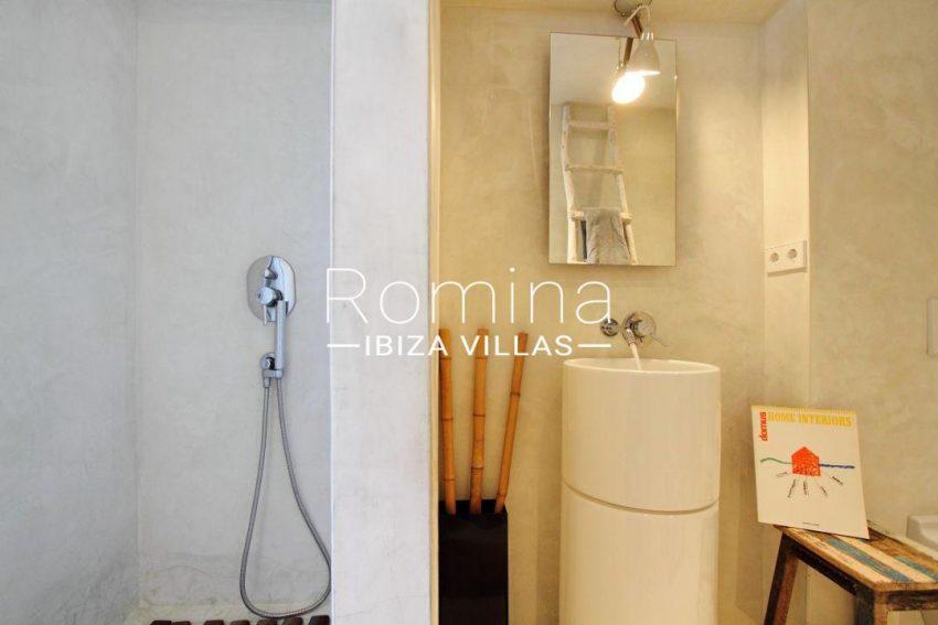 villa desing ibiza-5shower room