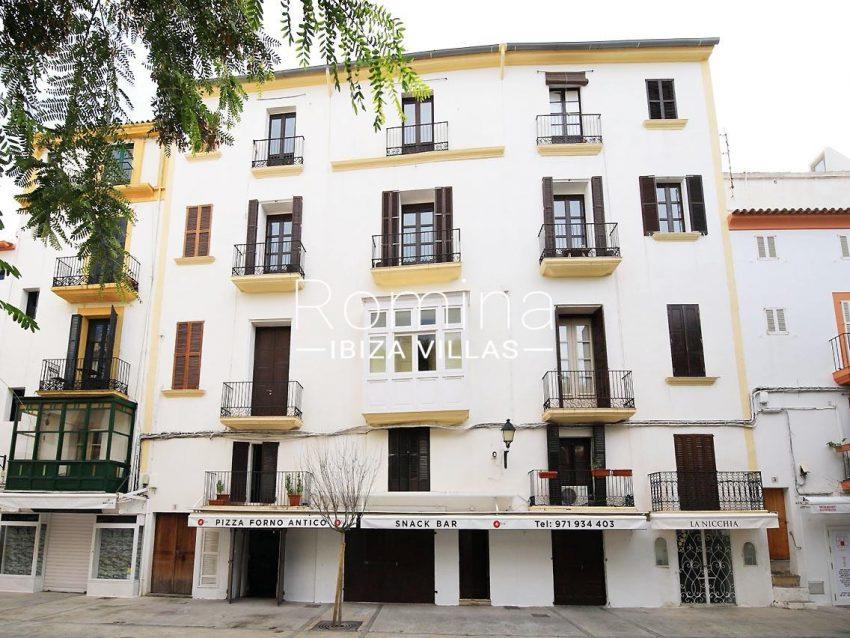 apto faust ibiza-1view street facade