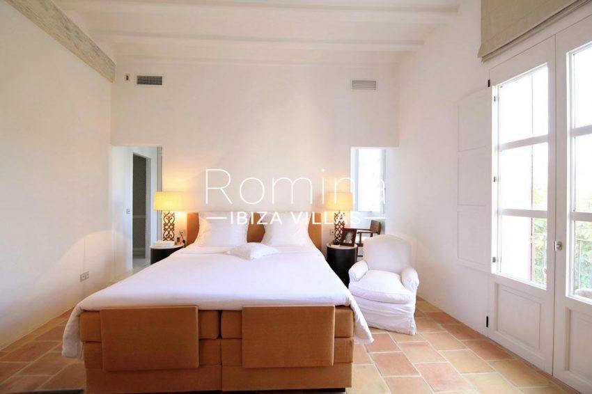apto faust ibiza-4master bedroom2
