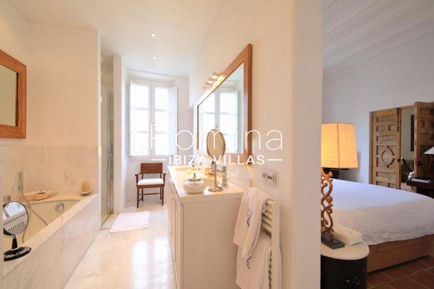 apto faust ibiza-5bathroom master bedroom2