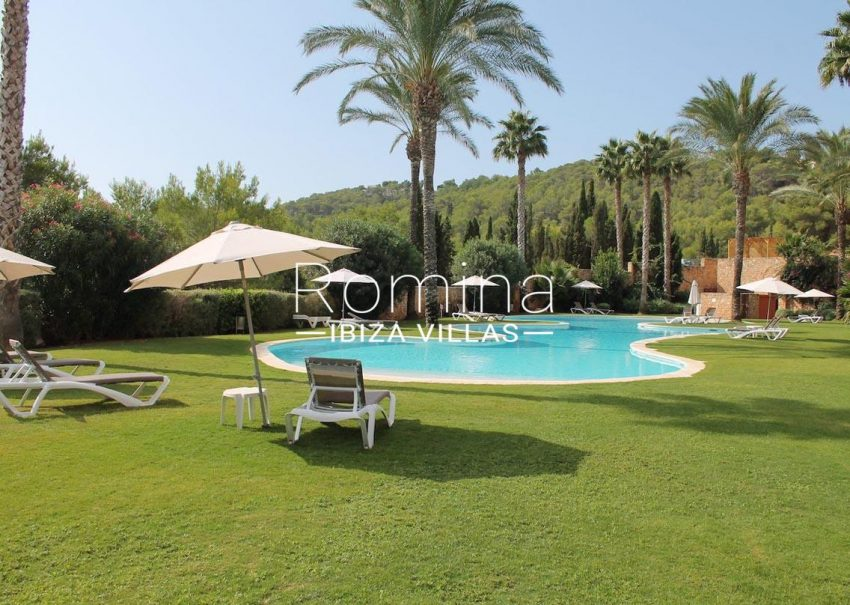 atico golf ibiza-2pool lawn
