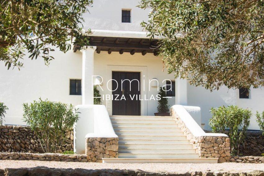 can garri ibiza-2stairs entrance door3
