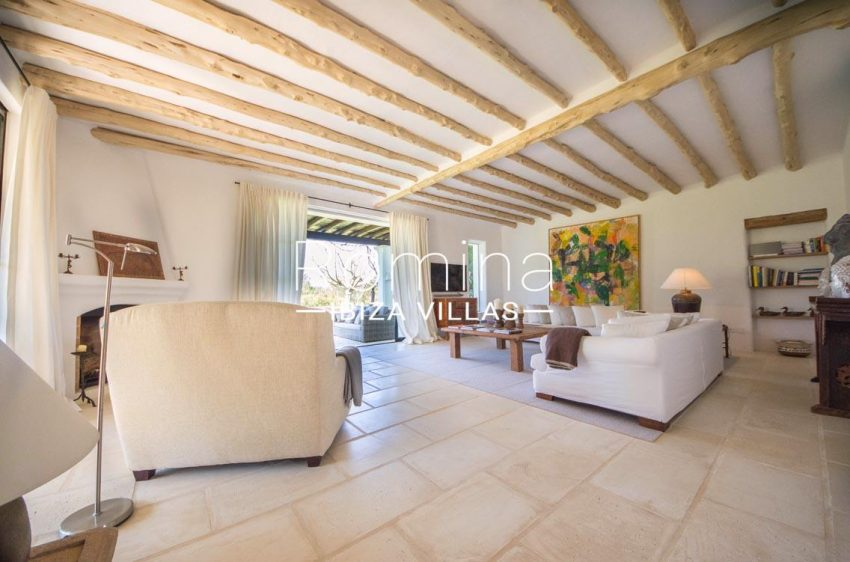 can garri ibiza-3living room