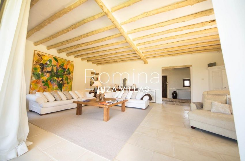 can garri ibiza-3living room beamed ceiling